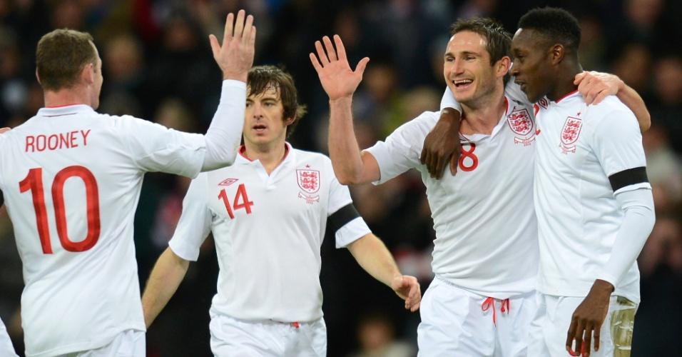 06.fev.2013- Inglês Frank Lampard comemora com os companheiros após marcar o segundo gol da Inglaterra contra o Brasil no amistoso desta quarta-feira (06/02)