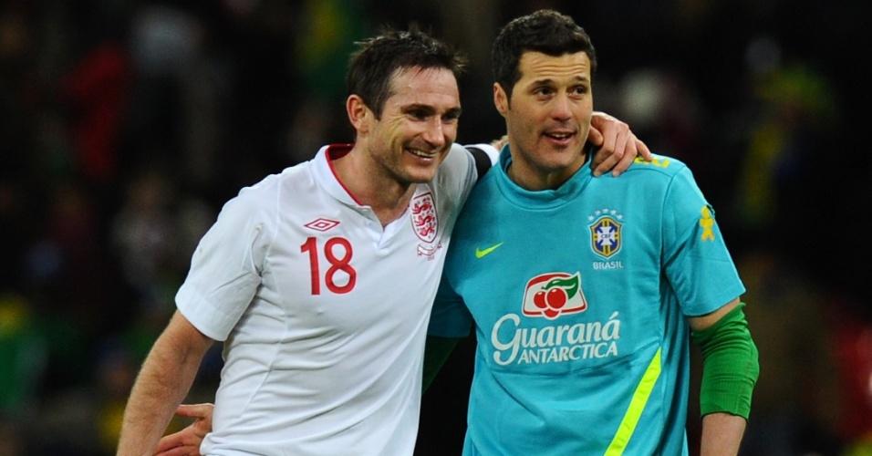 06.fev.2013- Julio César cumprimenta o meia inglês Frank Lampard antes do amistoso entre Brasil e Inglaterra disputado nesta quarta (06/02) em Wembley