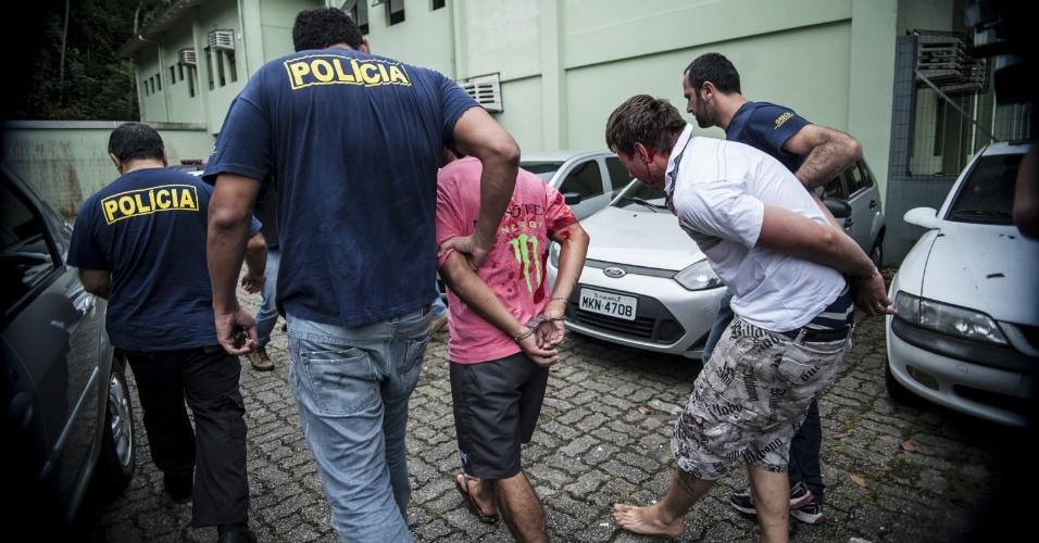 6.fev.2013 - Seis pessoas foram presas preventivamente nesta quarta-feira (6) em Joinville (SC) suspeitas de participação nos recentes ataques ocorridos na cidade. Desde o início da série de ataques, no dia 30 de janeiro, até a manhã de hoje, 24 pessoas foram presas em todo o Estado, segundo a Polícia Militar