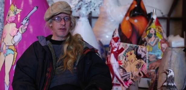 Eric Firestone, criador do projeto, no galpão dos aviões no Arizona - Reprodução/Vimeo/BoneyardProject