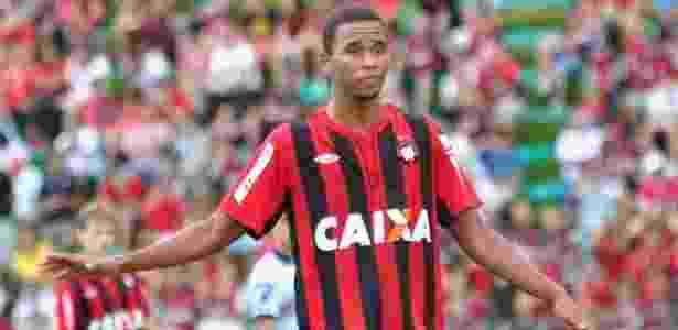 Hernani tem 22 anos e foi revelado nas categorias de base do Atlético-PR - site oficial do Atlético-PR