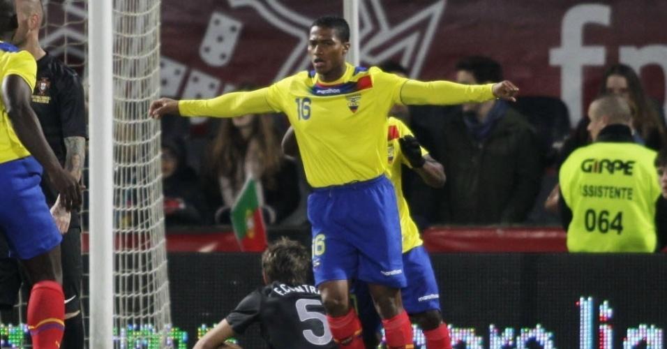 Luis Valencia comemora depois de marcar para o Equador no amistoso contra Portugal