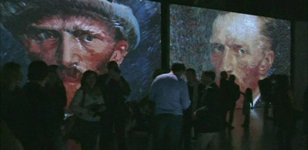 """Público confere exposição que permite """"imersão"""" em obras de Van Gogh - BBC Brasil"""
