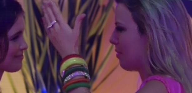 07.fev.2013 - Fernanda chora de emoção por ter conhecido Claudia Leitte