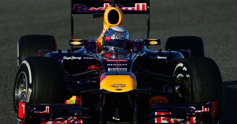 07.fev.2013 - Sebastian Vettel vai à pista pela primeira vez e participa do terceiro dia de testes em Jerez