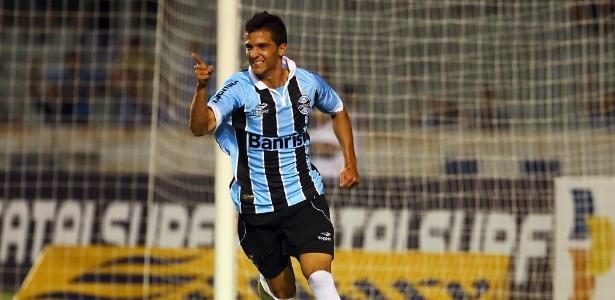 Bertoglio comemora gol que marcou pelo Grêmio contra o São José-RS no Olímpico