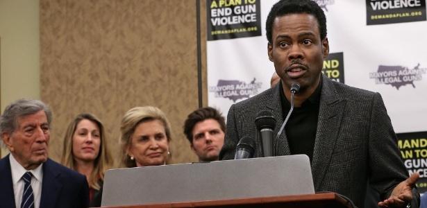 Chris Rock fala no evento em Nova York manifestando apoio a leis que buscam proibir as armas de assalto de uso militar - Chip Somodevilla/AFP