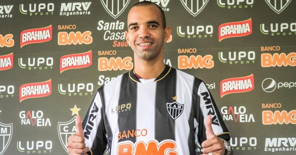Diego Tardelli é apresentado oficialmente pelo Atlético-MG na Cidade do Galo (7/2/2013)