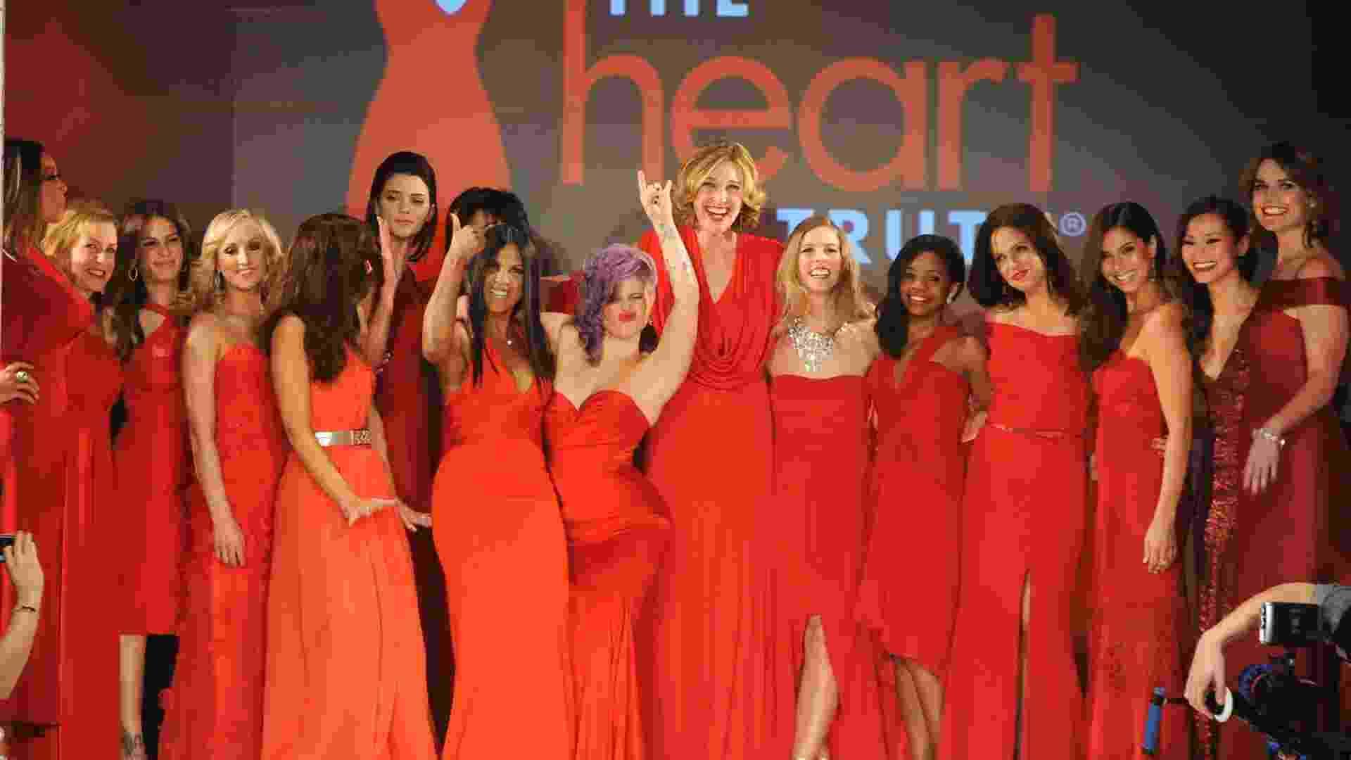 Famosas celebram o fim do desfile beneficente Heart Truth Red Dress Collection antes do início da semana de moda de Nova York (06/02/2013) - Getty Images