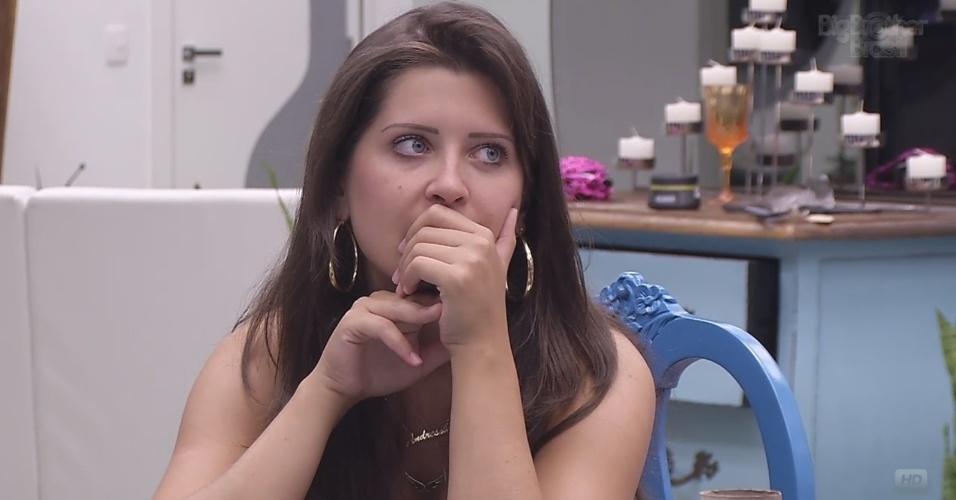 """08.fev.2013 - Andressa conta a Marcello sobre a passagem de Kleber Bambam no """"BBB13"""""""
