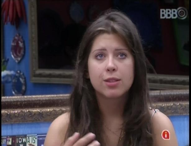 08.fev.2013 - Andressa especula sobre possível voto da líder Kamilla ao paredão