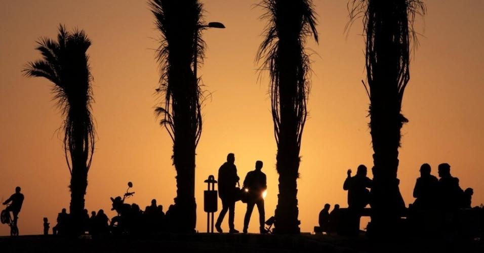 8.fev.2013 - Entardecer na praia da Cidade de Gaza, nesta sexta-feira