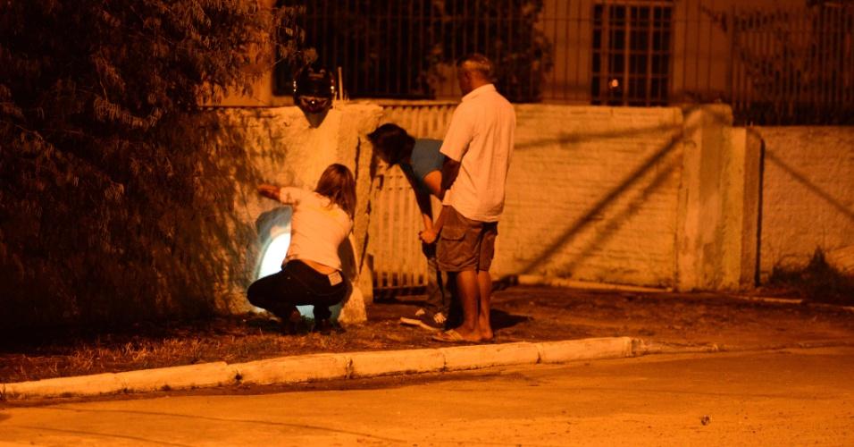 8.fev.2013 - Casa de um PM foi atingida por pelo menos 12 disparos de pistola no bairro de São Vicente, em Itajaí (SC). A polícia suspeita que dois homens em uma moto tenham efetuado os tiros. Eles conseguiram fugir