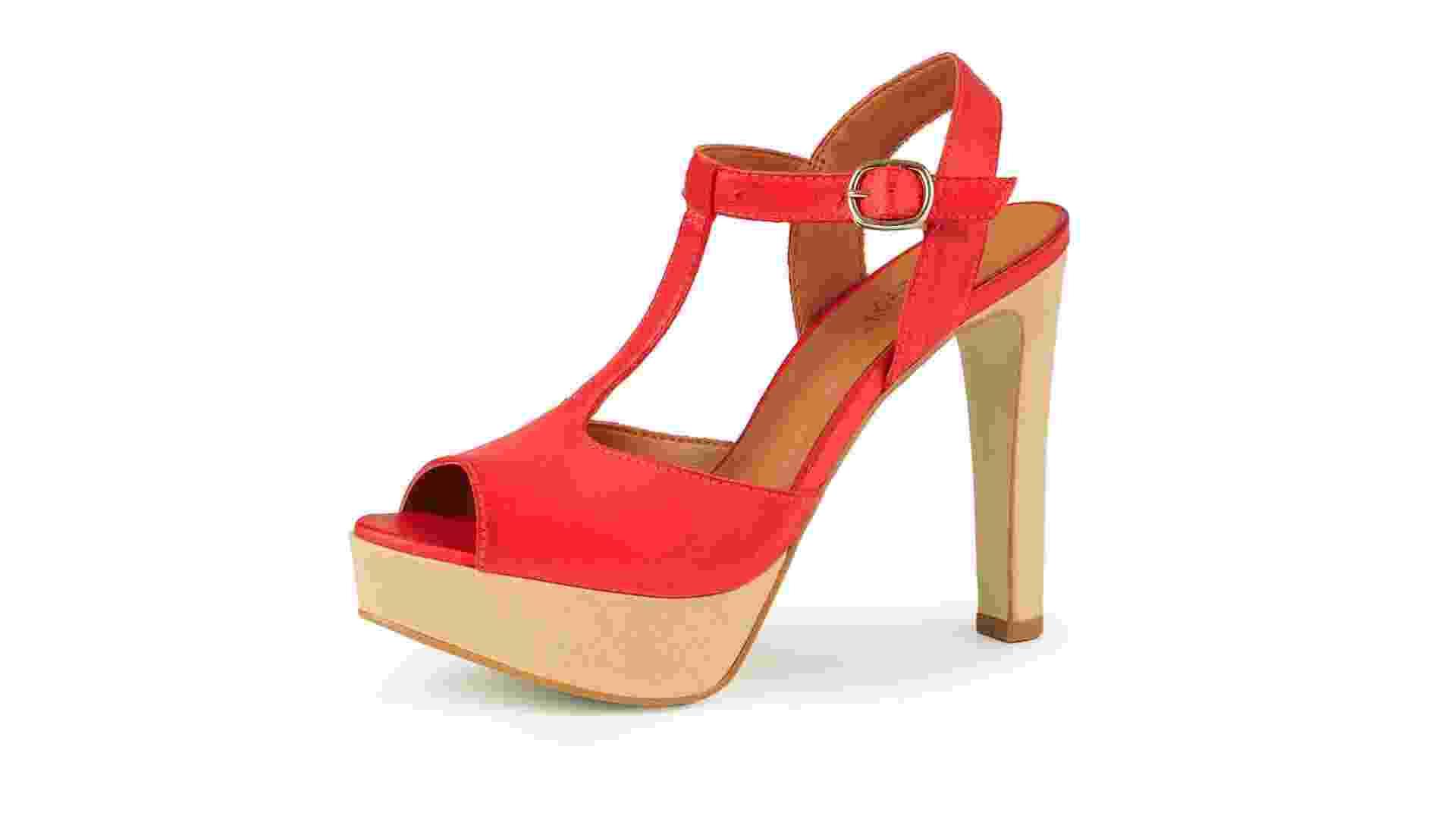 Sandália vermelha com salto meia pata; R$ 259,80, na Mr. Cat (www.mrcat.com.br). Preço pesquisado em fevereiro de 2013 e sujeito a alterações - Divulgação