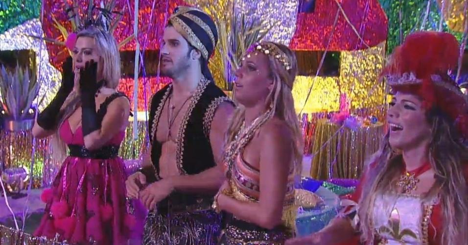 09.fev.2013 - Fernanda, Marcello, Marien e Anamara dançam ao som do bloco Carrossel de Emoções