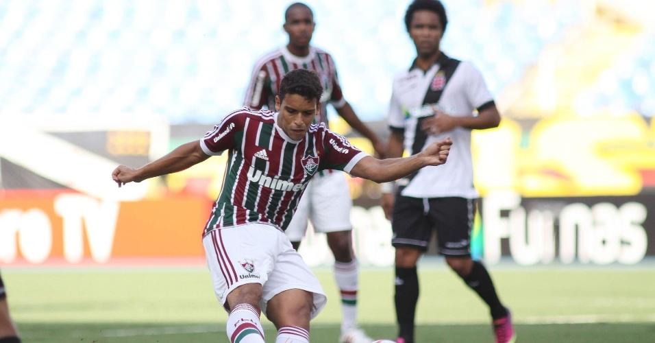 09.fev.2013 - Jean chuta para o gol no clássico entre Fluminense e Vasco pelo Campeonato Carioca