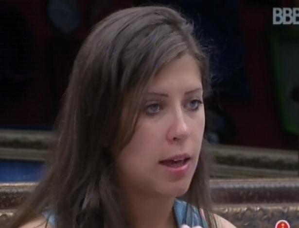 9.fev.2013 - Andressa diz para Marien que voto da líder Kamilla para o paredão vai surpreender