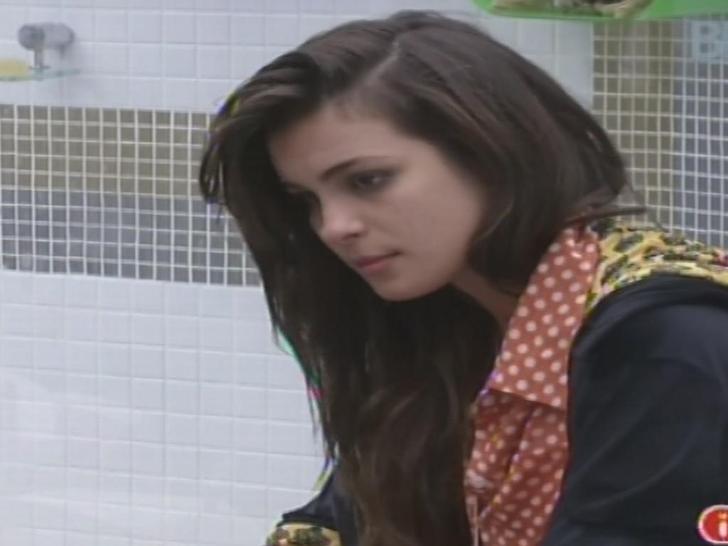 10.fev.2013 - Kamilla pede opinião sobre voto a Eliéser