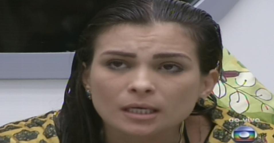 """10.fev.2013 - Líder, Kamilla indicou Marien para o quinto paredão do """"BBB13"""", alegando que a sister usa palavras contra algumas pessoas da casa"""