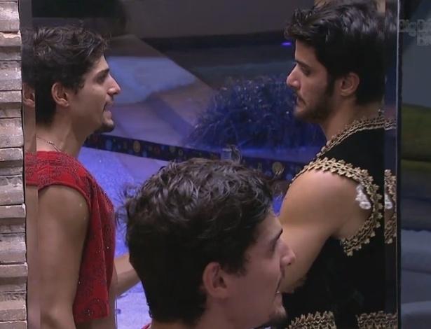 10.fev.2013 - Marcello conversa com André sobre relacionamento do capixaba com Fernanda