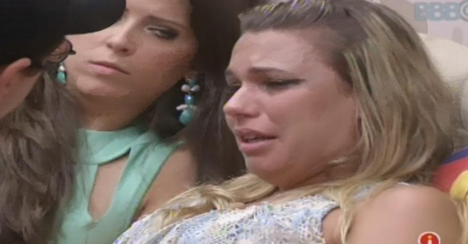 10.fev.2013 - Marien chora após receber voto de Kamilla no quinto paredão do