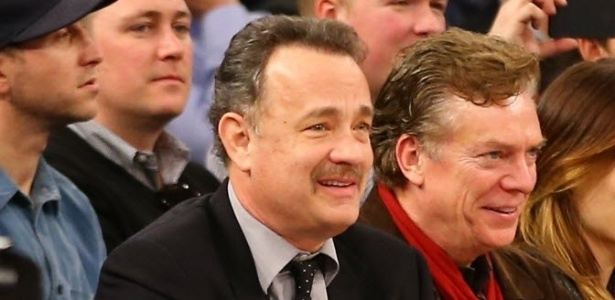 10.fev.2013 - Ator Tom Hanks acompanha partida entre Los Angeles Clippers e New York Knicks