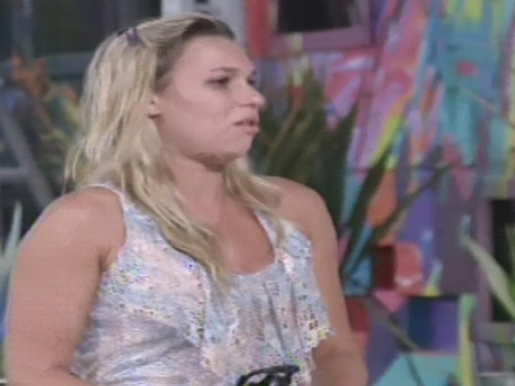 10.jan.2013 - Marien briga com Kamilla após indicação ao paredão