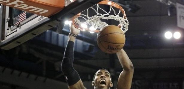 Jason Thompson crava enterrada na vitória do Sacramento sobre o Utah Jazz