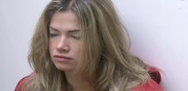 11.fev.2013 - Fani, com cara de sono, conversa com Andressa sobre o paredão