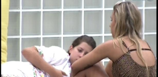 11.fev.2013- Marien desabafa para Ivan e Andressa a indicação para o paredão