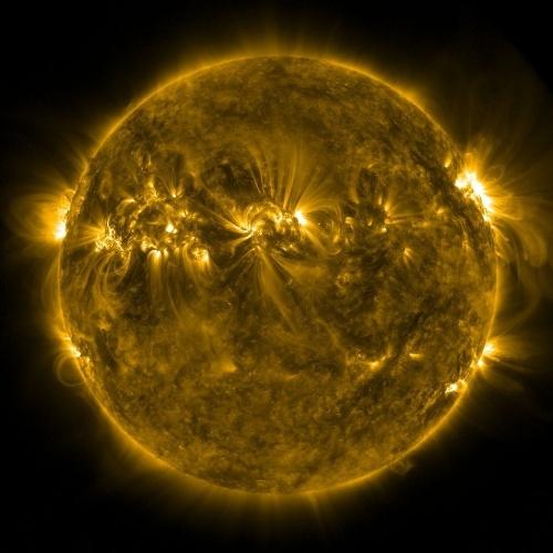 Dança de plasma no Sol é vista em 13 de abril de 2012