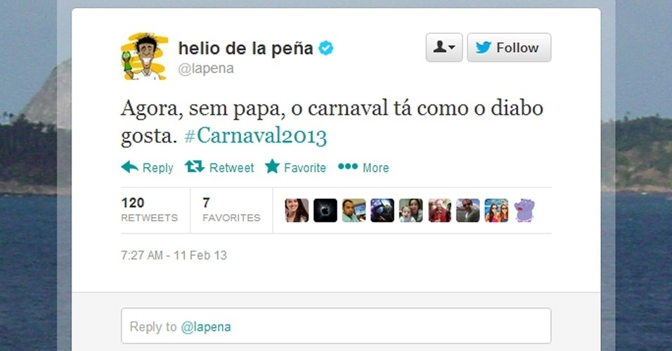 Em sua conta no Twitter, o humorista  Hélio de la Peña relacionou a renúncia do papa Bento 16 ao Carnaval