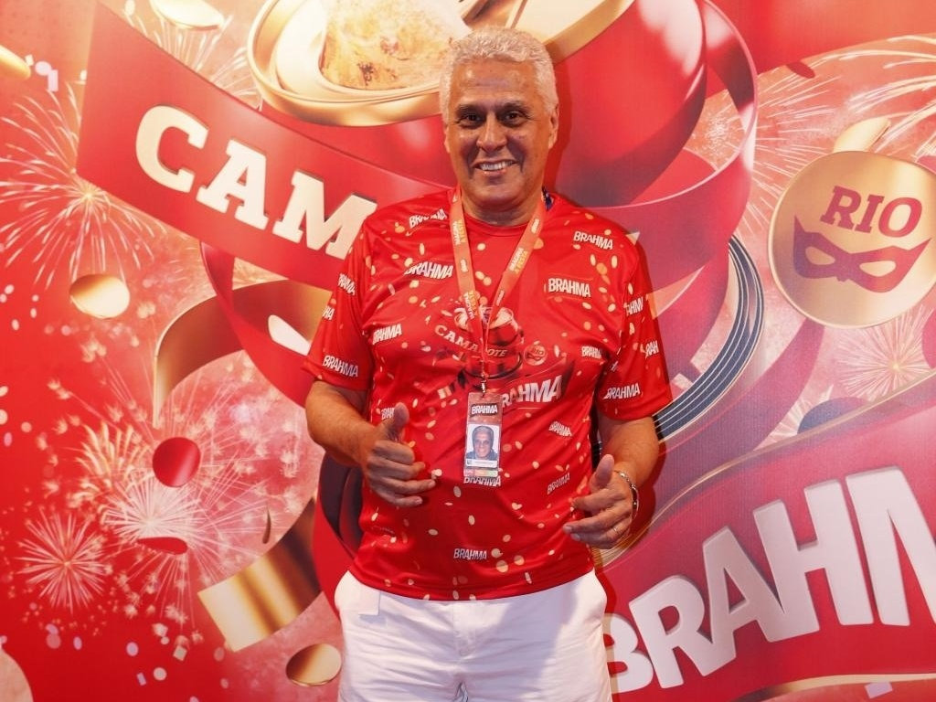 Roberto Dinamite comparece ao Carnaval carioca
