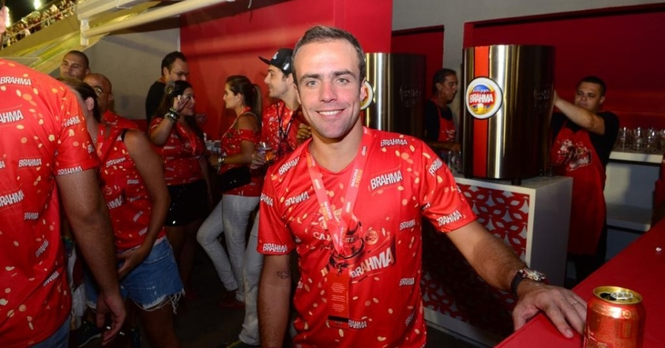 Roger Flores comparece ao Carnaval carioca