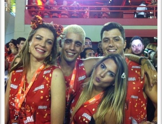 Separada da irmã, Branca Feres aproveita Carnaval ao lado do namorado e de Luana Piovani