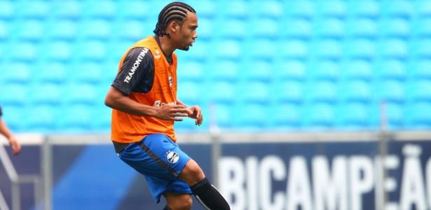 Volante teve reunião na última sexta-feira com Grêmio e assina rescisão nesta segunda