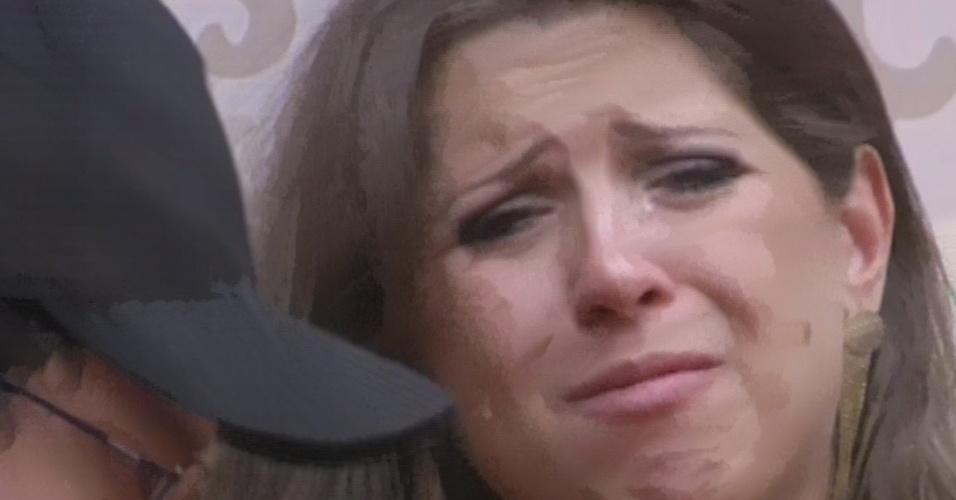 12.fev.2013 - Andressa chora após saída de Marien e diz que não quer ficar sem Ivan