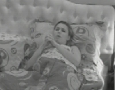 12.fev.2013 - Marien reza e pede para permanecer no programa