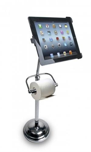 12.fev.2013 - Para aqueles que não conseguem largar o tablet nem por um minuto - até nas horas mais ''íntimas'' - a CTA Digital criou um gadget, no mínino, curioso. Além de segurar o iPad para você, ele vem com um porta papel higiênico. Sim, o iPad Pedestal Stand é uma peça para decorar o banheiro e dar uma mãozinha bem na hora da ''necessidade''. Preço: IS$ 44 (cerca de R$ 86,80)