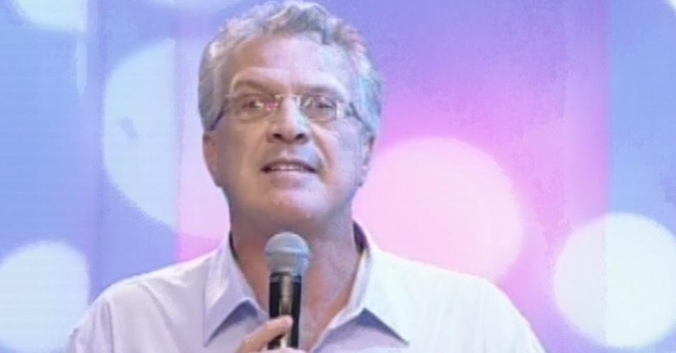12.fev.2013 - Pedro Bial apresenta as torcidas e Eliéser, Fernanda e Marien, os emparedados da semana
