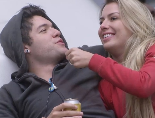 """12.fev.2013 - Sister pede e Nasser diz: """"Quero que a Fernanda e a Marien fiquem"""", sobre paredão desta terça-feira"""