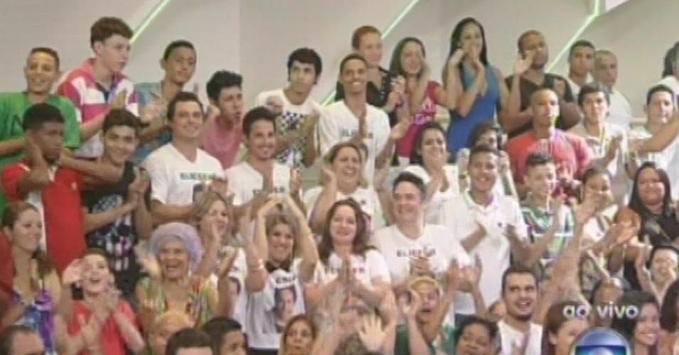 """12.fev.2013 - Torcida de Eliéser mostra apoio ao brother no quinto paredão do """"BBB13"""""""