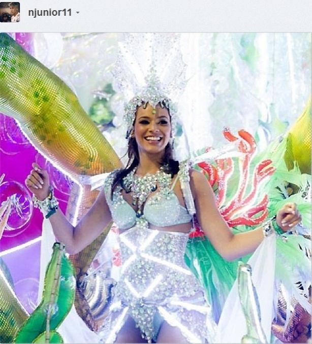 Bruna Marquezine em desfile da Grande Rio