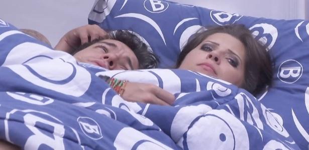 12.fev.2013 - Nasser e Andressa comemoram um mês de relacionamento dentro da casa