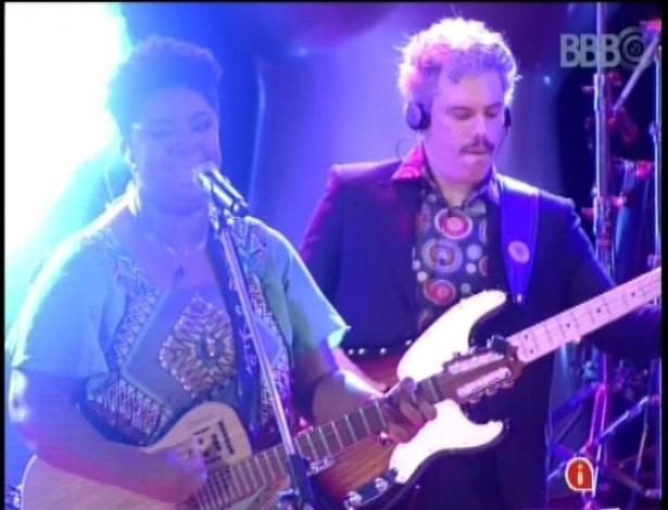 """13.fev.2013 - A brasiliense Ellen Oléria, campeã da primeira edição do """"The Voice Brasil"""", se apresenta na casa do """"BBB13"""""""