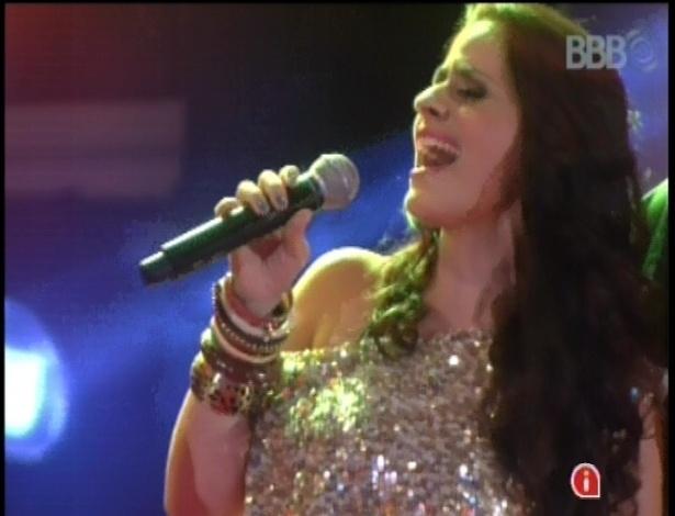 """13.fev.2013 - Mira Callado, cantora do """"The Voice Brasil"""" se apresenta na casa do """"BBB13"""""""