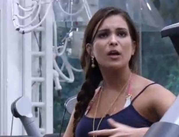 13.fev.2013 - Kamilla comenta eliminação de Marine, indicada pela sister ao paredão da semana