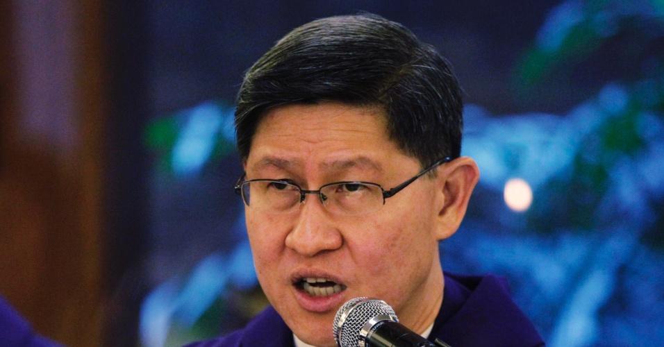 13.fev.2013 - O cardeal filipino Luis Antonio Tagle celebra missa a igreja católica em Manila