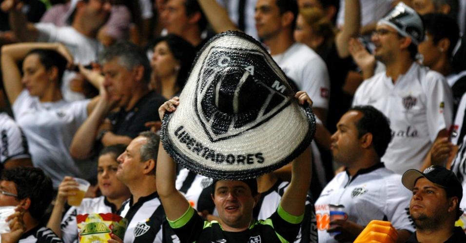 13.fev.2013 - Torcida do Atlético-MG faz a festa durante jogo contra o São Paulo