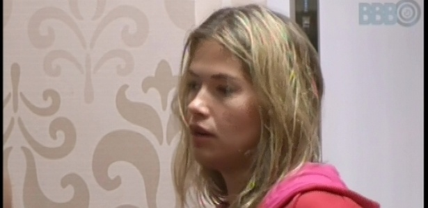 13.fev.2013 - Triste, Fani pede presença de psicólogo no confessionário